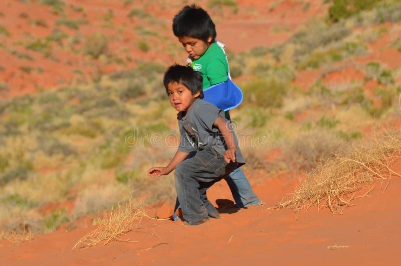 Oidentifierade navajobarn royaltyfria bilder
