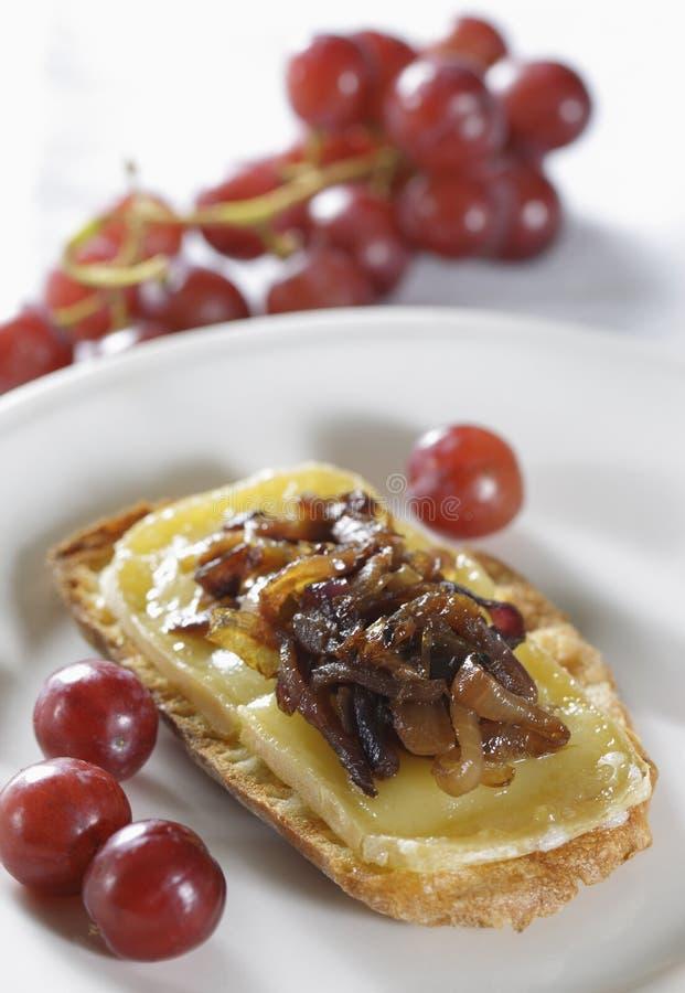 Oignon caramélisé avec du fromage photographie stock