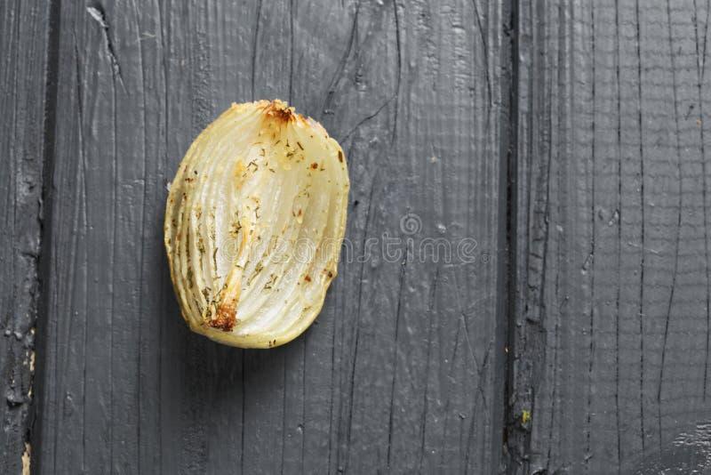 Oignon cuit au four au-dessus de vue photographie stock libre de droits
