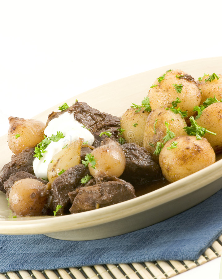 Download Oignons et boeuf de perle photo stock. Image du potato - 2141668