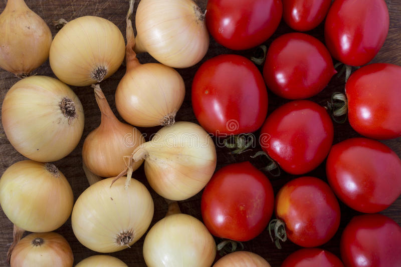 Oignons et tomates photo stock