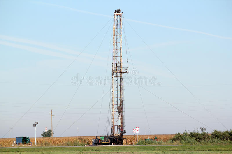 Download Oil drilling rig stock photo. Image of machine, derrick - 35538330