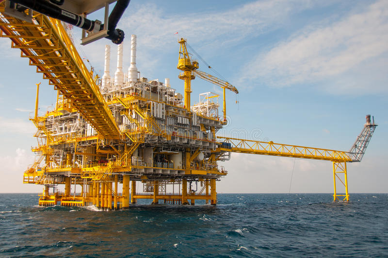 Oil and gas platform in the gulf royalty free stock images