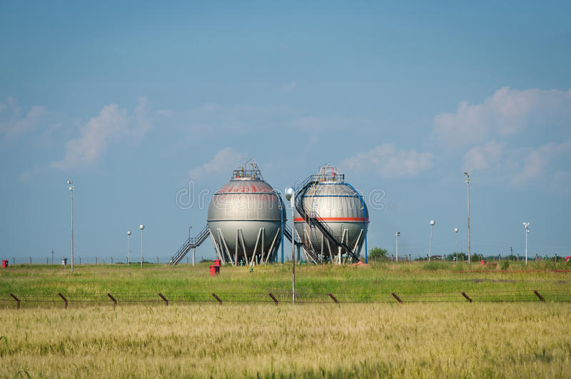 Download Oil And Gas Processing Plant Stock Photo - Image: 33717656