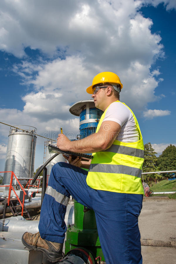Download Oil And Gas Production Operator Stock Photo - Image: 32357634
