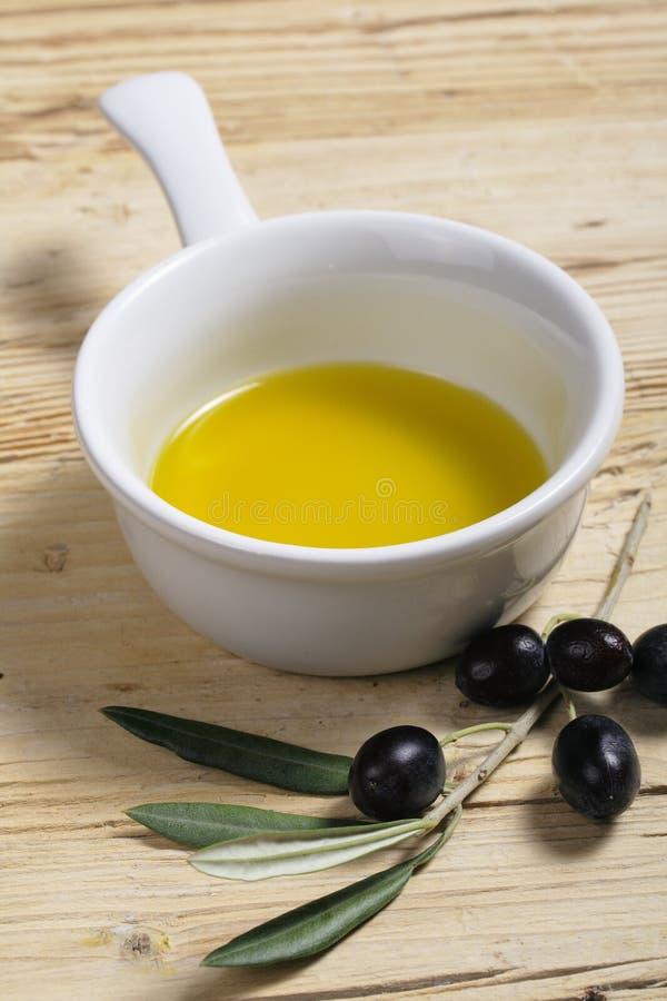 oil olivgrön royaltyfria bilder