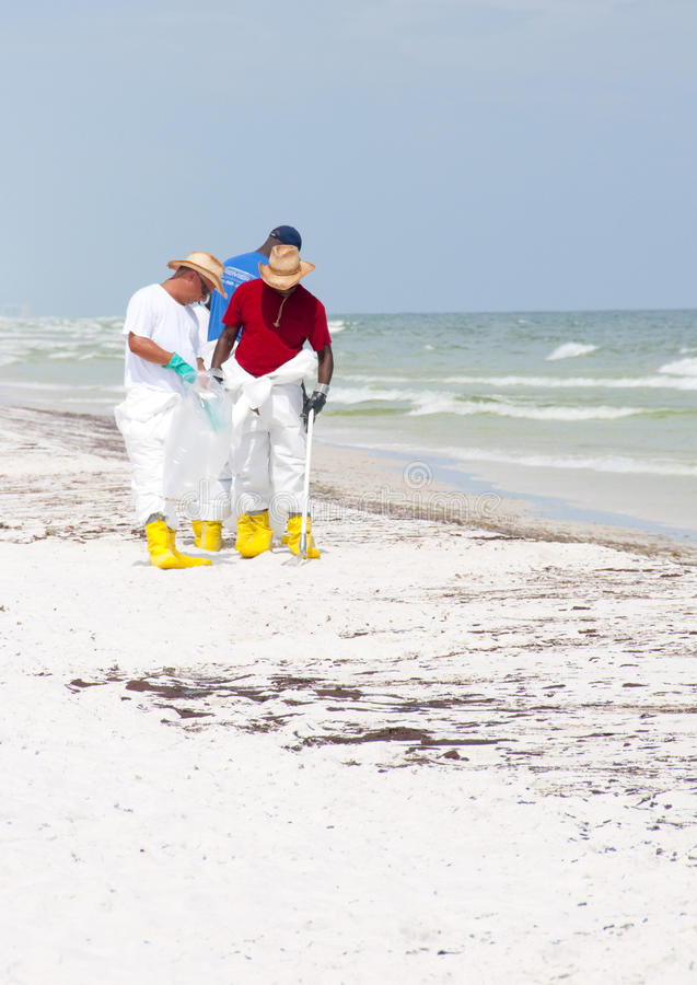 Download Oil on Pensacola Beach editorial photography. Image of cleanup - 14860212