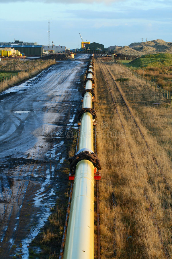 Free Oil Pipeline Royalty Free Stock Photo - 4016555