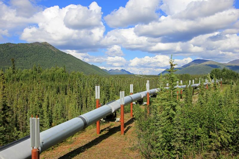 Oil pipeline along Dalton Highway, leading from Valdez, Fairbanks to Prudhoe Bay, Alaska, USA stock photography