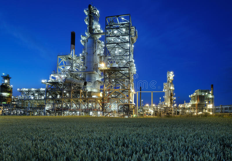 Download Oil Refinery Royalty Free Stock Images - Image: 20265409