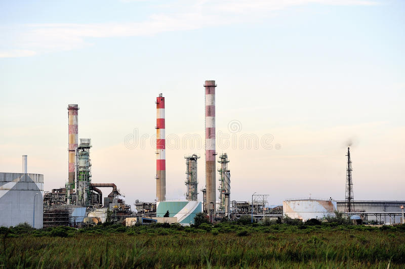 Download Oil Refinery Royalty Free Stock Images - Image: 33288149