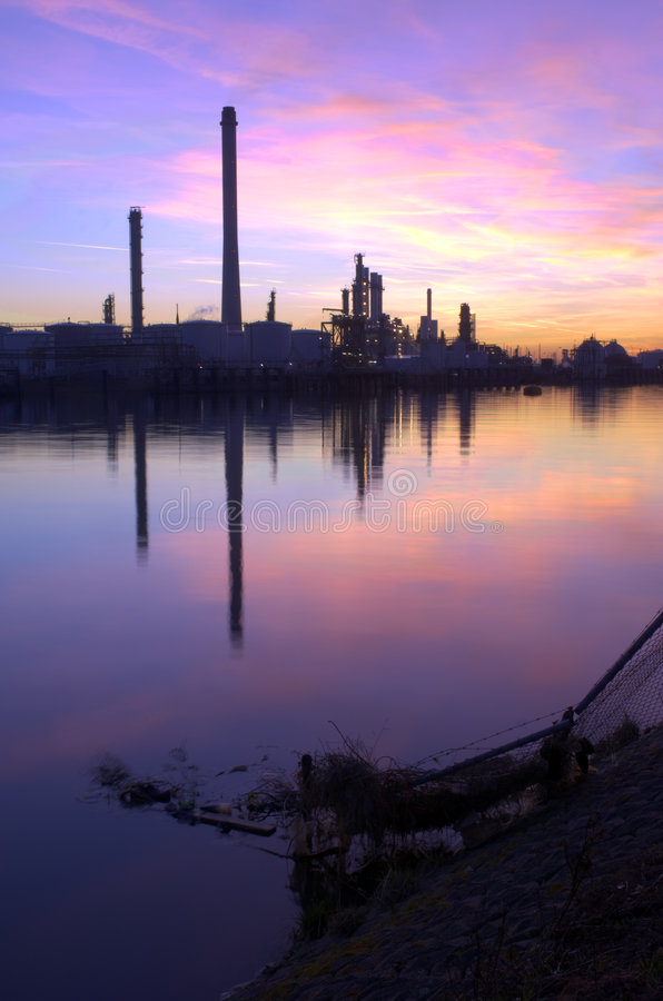Free Oil Refinery Sunset Royalty Free Stock Photography - 4286857