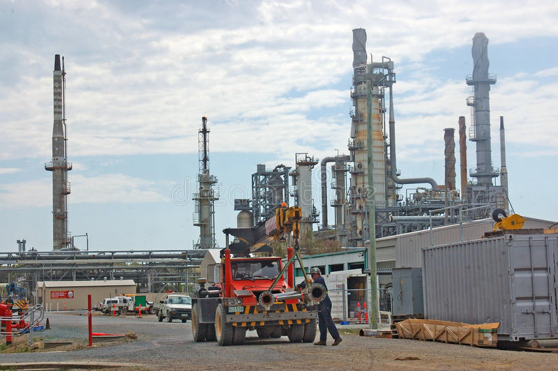Download Oil Refinery Editorial Photo - Image: 33768351