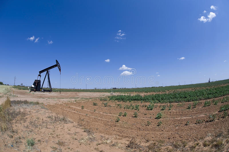 Download Oil Well Pumper. Royalty Free Stock Photos - Image: 26439508