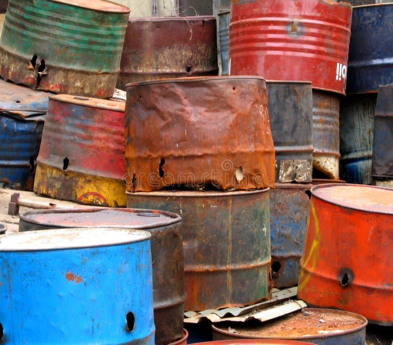 Oildrums oxidados velhos imagens de stock