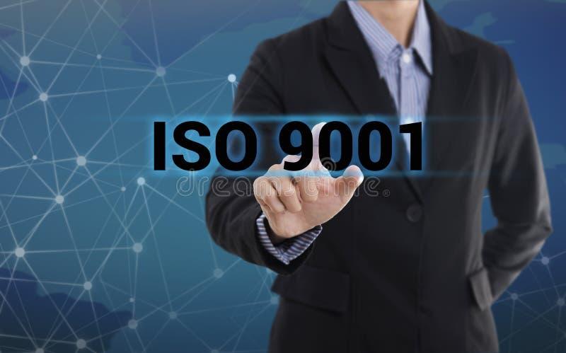 OIN 9001 de bouton de pressing de main d'homme d'affaires photo libre de droits