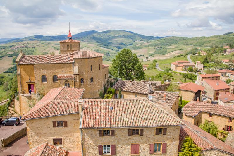 Oingt,历史的中世纪村庄壮观的看法在博若莱红葡萄酒地区,在利昂西北部 库存照片