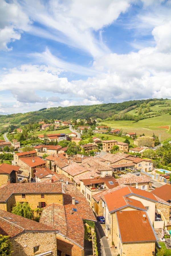 Oingt,历史的中世纪村庄壮观的看法在博若莱红葡萄酒地区,在利昂西北部 库存图片