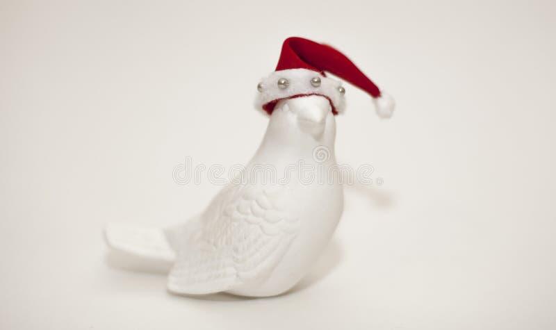 Oiseau de jouet de Noël dans un chapeau images stock