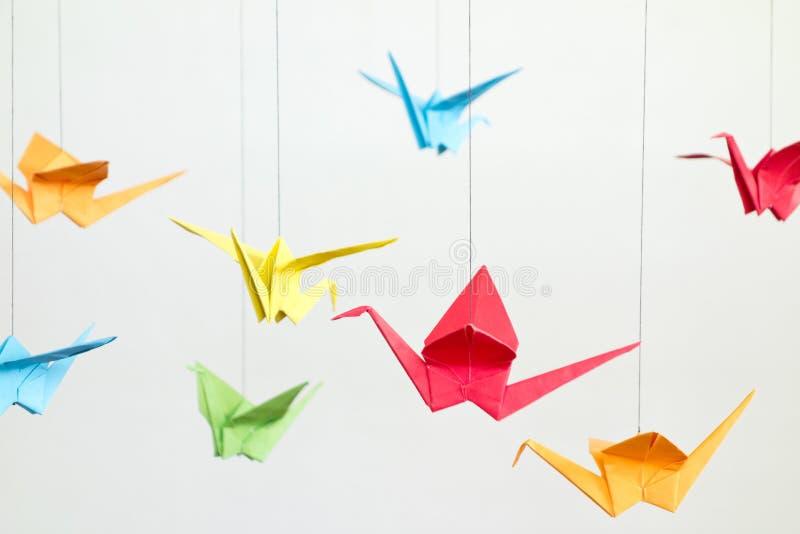 Oiseaux colorés d'Origami photos stock