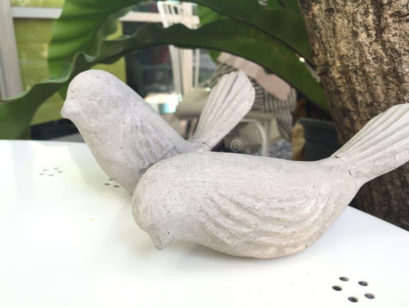 Oiseaux en pierre photographie stock