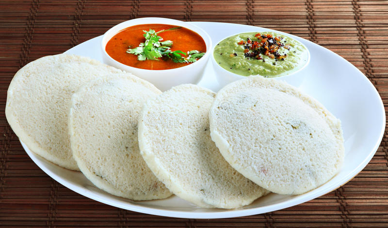 Oisif avec le sambar et le chutney photos stock