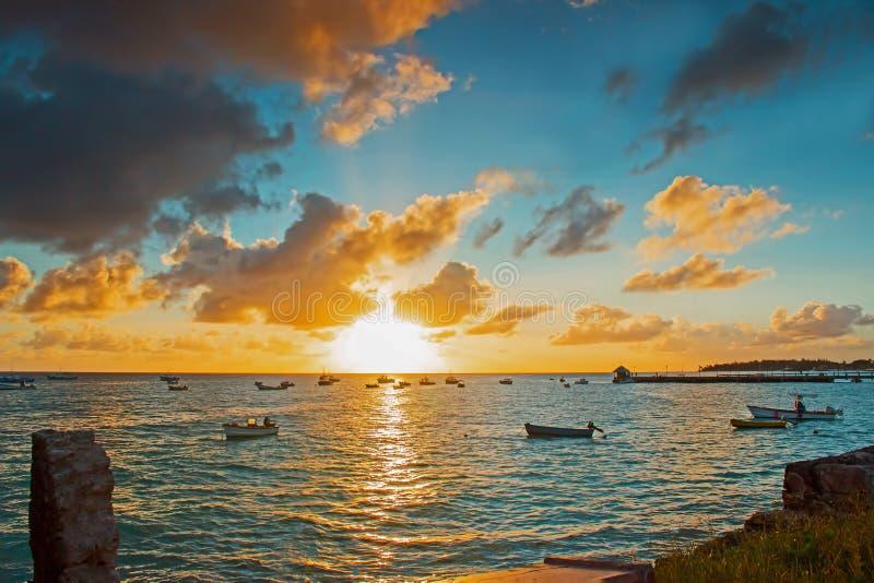 从Oistins观看的日落在巴巴多斯 免版税库存照片