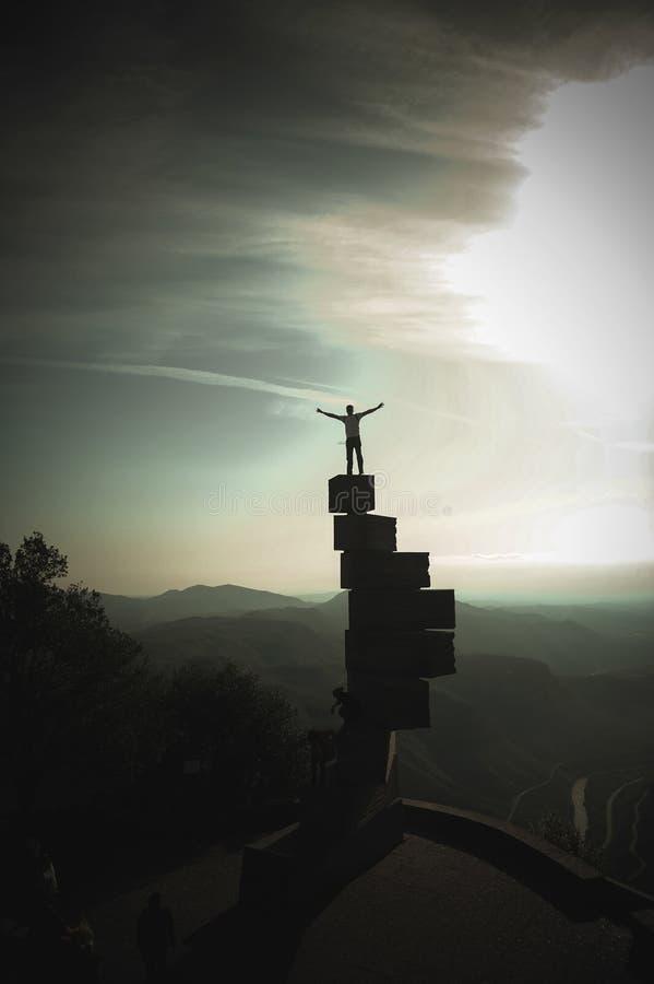Oito 8 escadas ao céu em Monserrate na Espanha perto de Barcelona fotos de stock royalty free