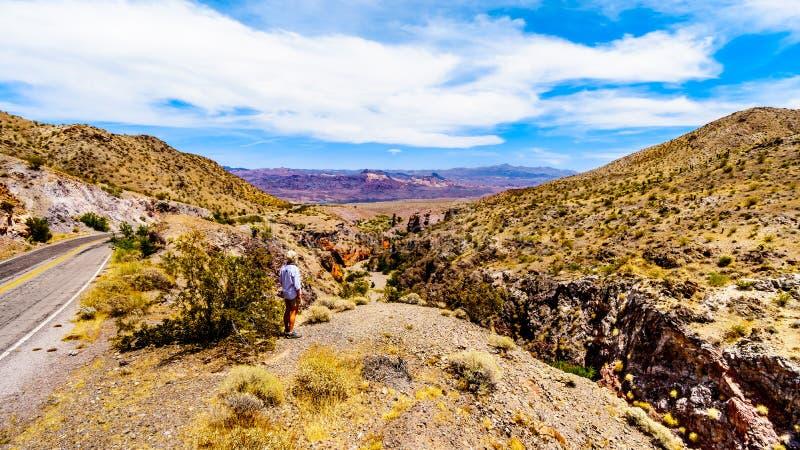 Ojämna berg längs huvudvägSR 165 in i kanjonen för El Dorado på sjön Mead Recreational är, USA fotografering för bildbyråer