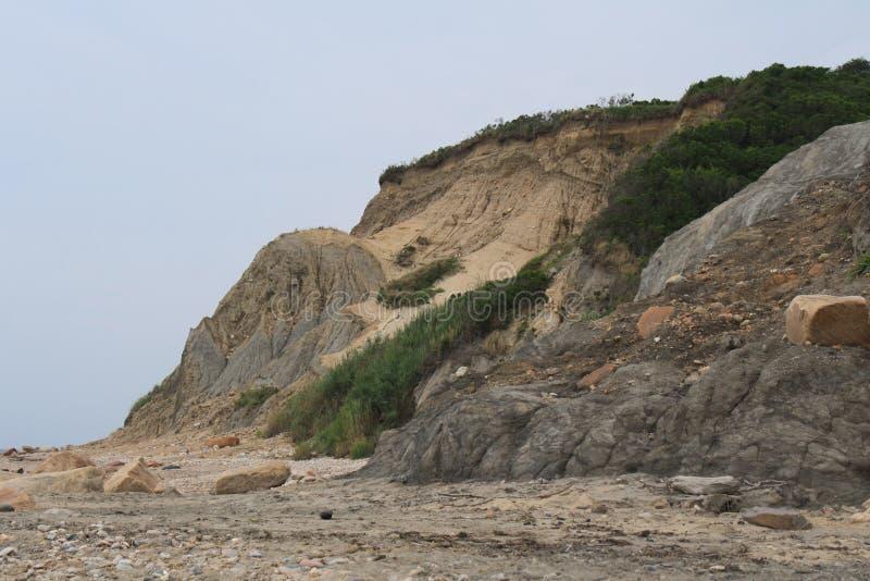 Ojämna Cliff Above Coastal Beach royaltyfri fotografi