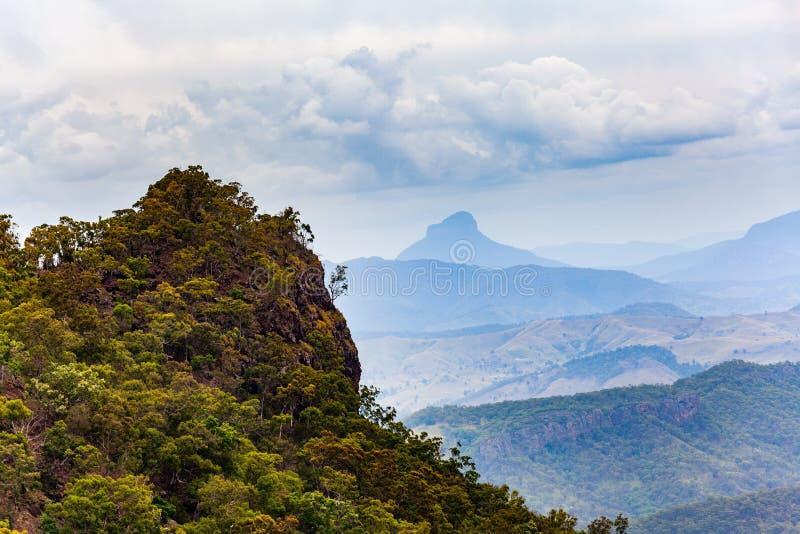 Ojämnt landskap av inlands- Queensland royaltyfri bild