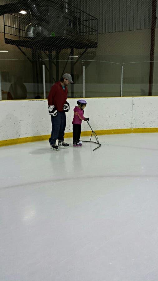 Ojca i córki łyżwiarstwo fotografia stock