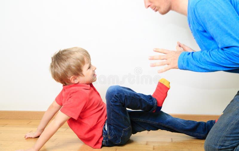 Ojca i syna konflikt, rodzinni problemy obraz stock