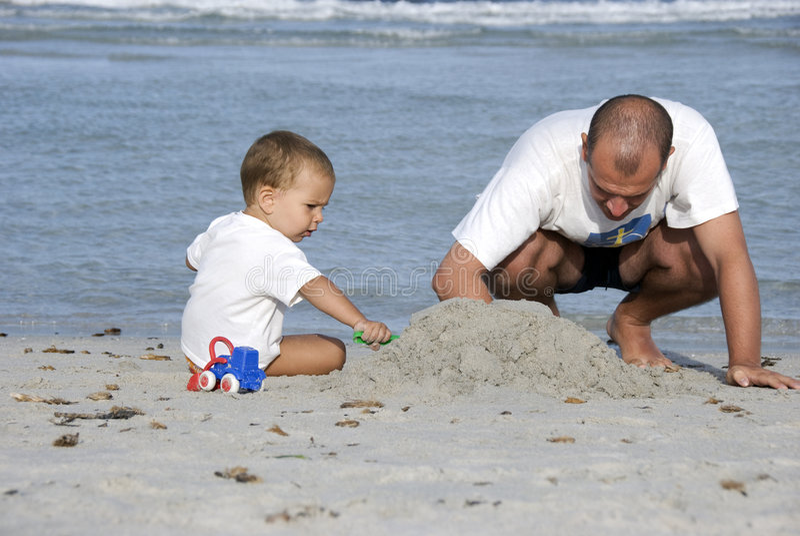 ojca i syna na plaży obrazy stock