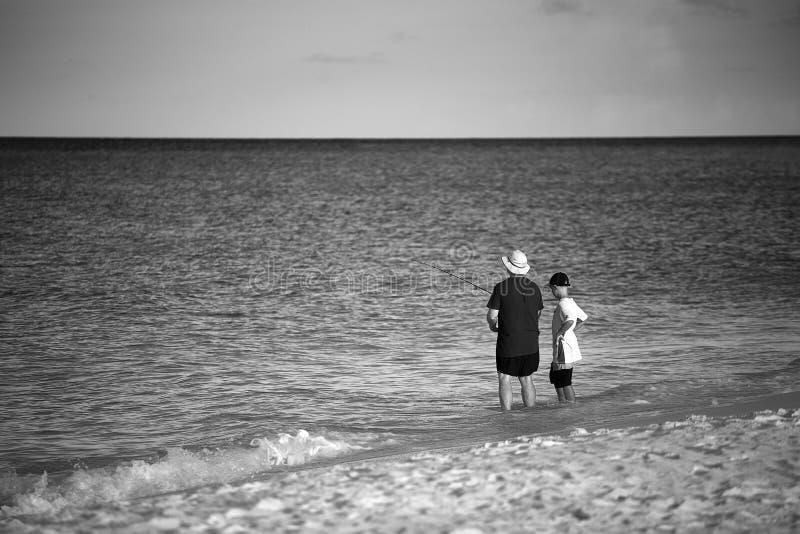 Ojca nauczania połów na wakacje obraz stock