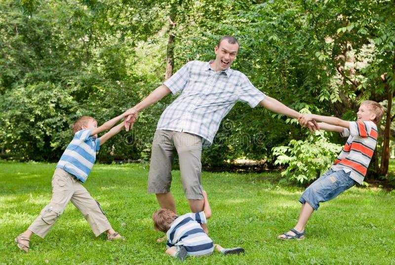 ojca parkowi sztuka synowie trzy obraz royalty free