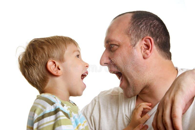 ojciec bawić się syna obraz stock