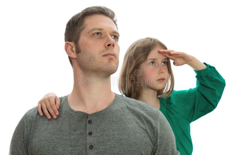 Ojciec i córka patrzeje w odległość fotografia stock