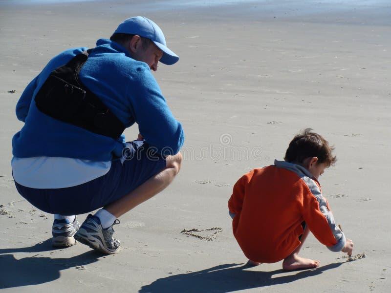 Download Ojciec Uczy Jego Syna Pisać Obraz Stock - Obraz złożonej z tata, learn: 28953619