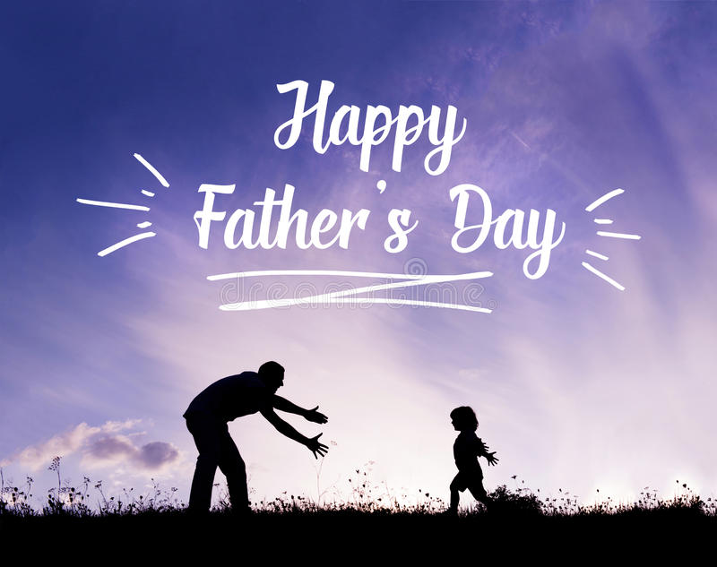 Ojciec z otwartymi rękami outdoors i jego synem Ojca dnia pojęcie fotografia royalty free