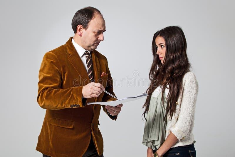 Ojcuje łajać jego córki zdjęcie stock
