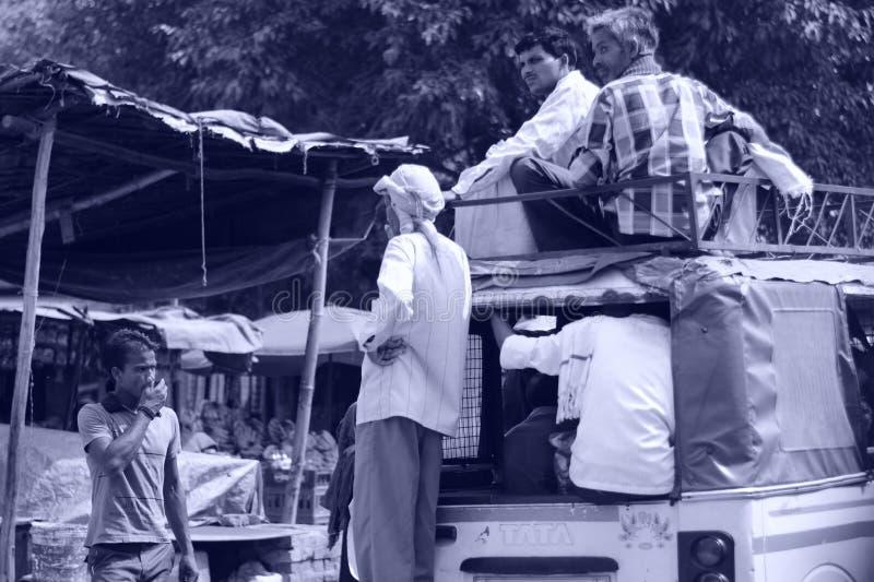 Ojeada de la vida del pueblo imagenes de archivo