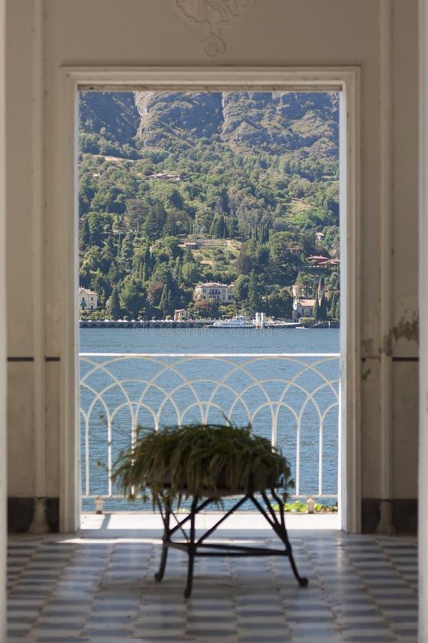 Ojeada del lago Como - Como, Italia imagenes de archivo