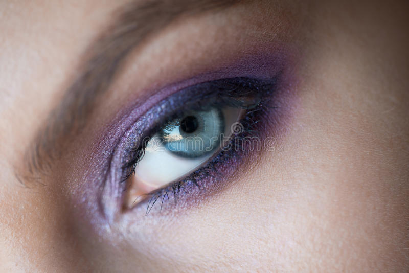 Ojo de la mujer con maquillaje de la moda foto de archivo libre de regalías