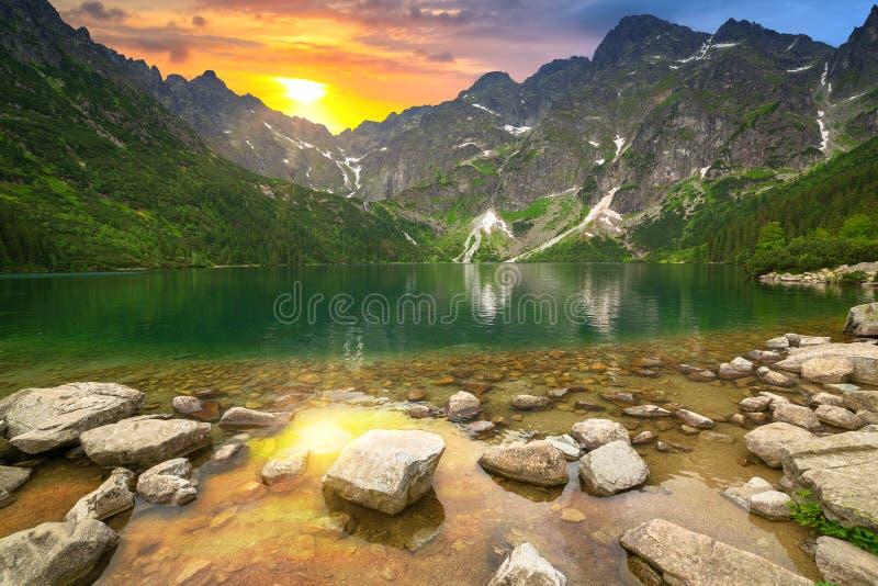 Ojo del lago sea en las montañas de Tatra fotos de archivo