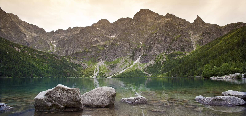 Ojo el Tarn, montañas del mar de Tatra foto de archivo