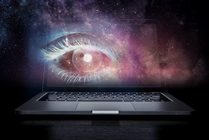 Ojo femenino del ordenador portátil libre illustration