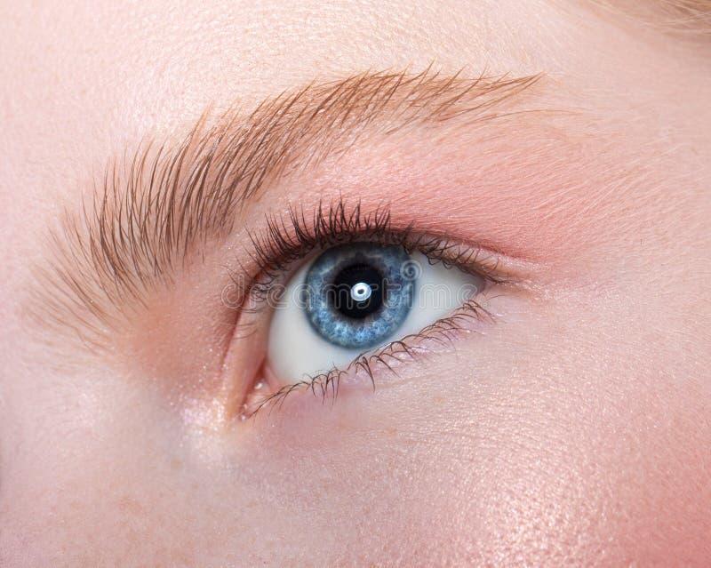 Ojo femenino hermoso fotografía de archivo libre de regalías