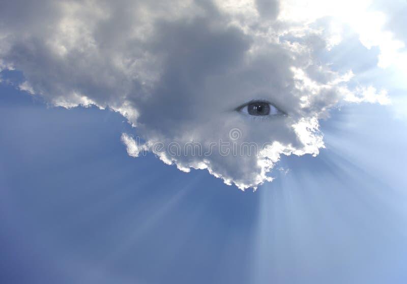 Ojo grande en el cielo con la porción de rayos fotos de archivo