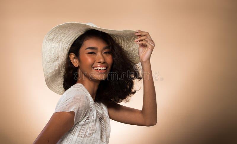 Ojos asi?ticos del pelo negro de la piel del moreno de la mujer de la moda fotos de archivo libres de regalías